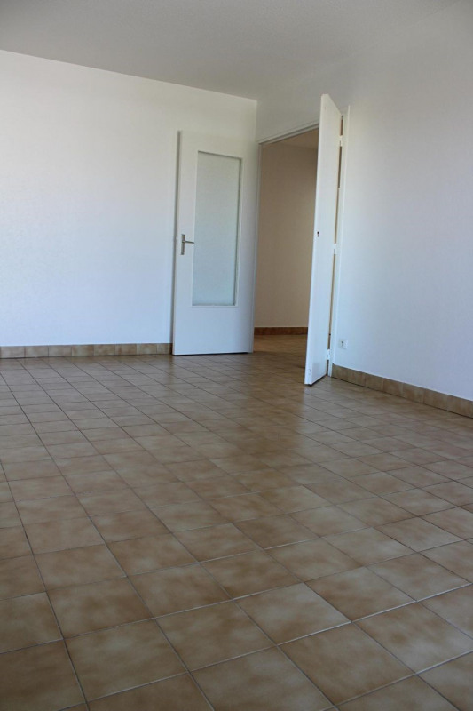 Location appartement Bourgoin jallieu 649€ CC - Photo 2