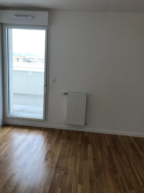 Rental apartment Lyon 7ème 945€ CC - Picture 2