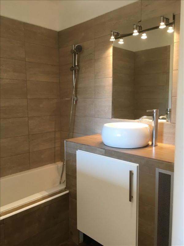 Rental apartment Charbonnieres les bains 800€ CC - Picture 9