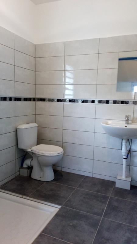 Location appartement Saint-benoît 340€ CC - Photo 3