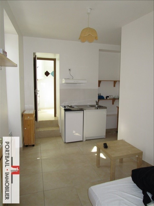 Location appartement Blaye 335€ CC - Photo 1
