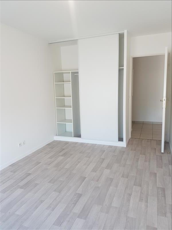 Rental apartment Saint-denis 938€ CC - Picture 2