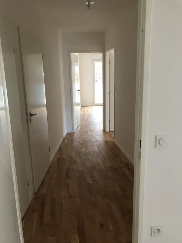 Rental apartment Neuilly plaisance 1160€ CC - Picture 2