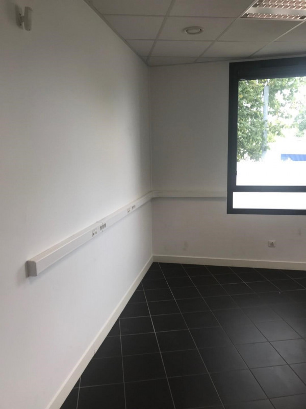 Location local commercial Croissy-sur-seine 1 000€ HT/HC - Photo 3