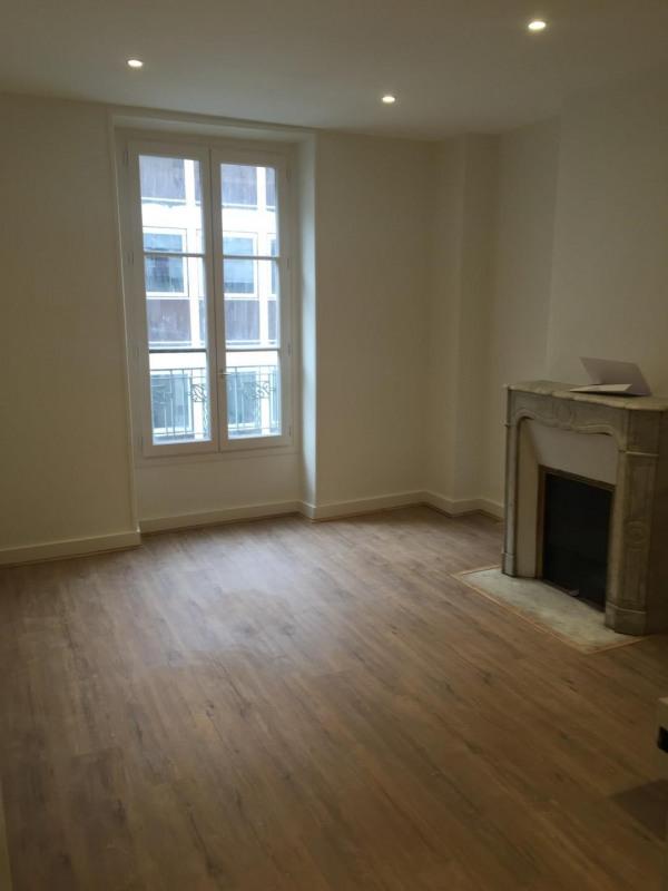 Location appartement Paris 17ème 1190€ CC - Photo 1