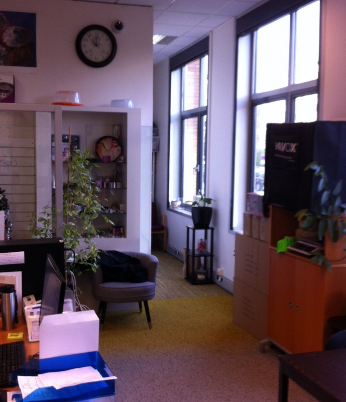Sale office Saint-germain-en-laye 379 000€ - Picture 2