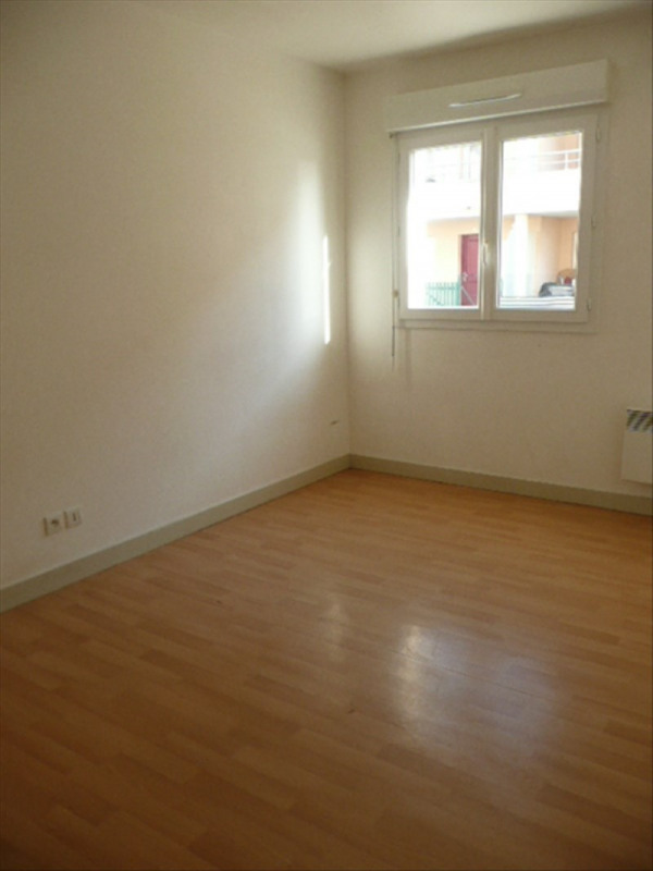 Location appartement Aubigny sur nere 585€ CC - Photo 4