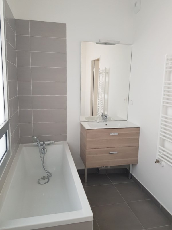 Rental apartment Villeurbanne 939€ CC - Picture 10