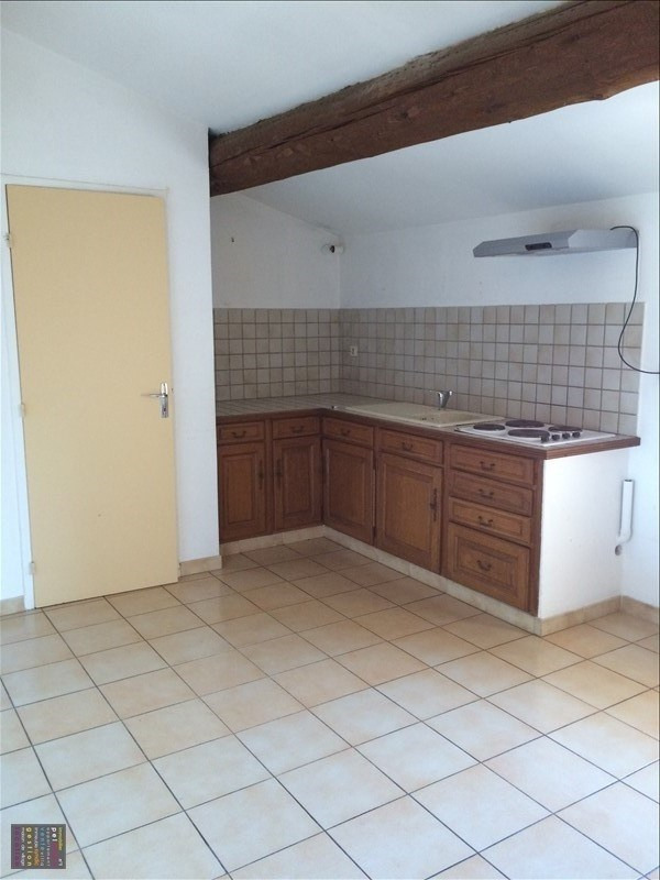 Rental apartment Eyguieres 465€ CC - Picture 1