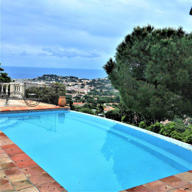 Vacation rental house / villa Cavalaire sur mer 1 600€ - Picture 1