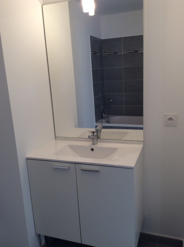 Location appartement Fréjus 1 130€ CC - Photo 9