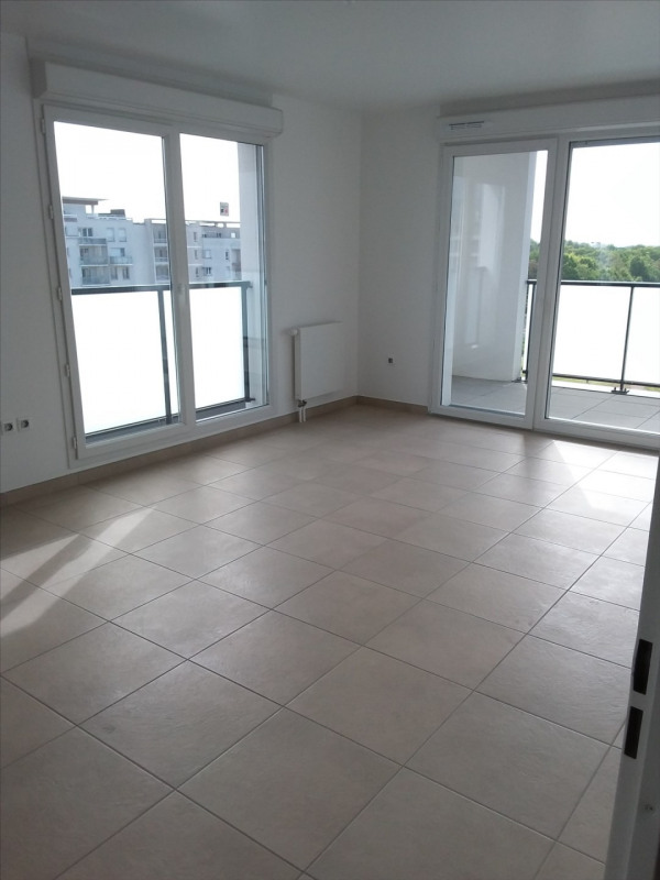 Rental apartment Cergy le haut 951€ CC - Picture 2