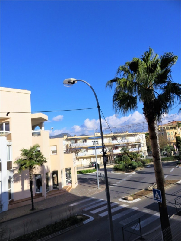 Sale apartment Sanary sur mer 245000€ - Picture 2