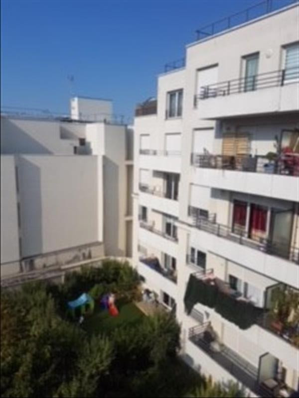 Rental apartment Saint-denis 938€ CC - Picture 1