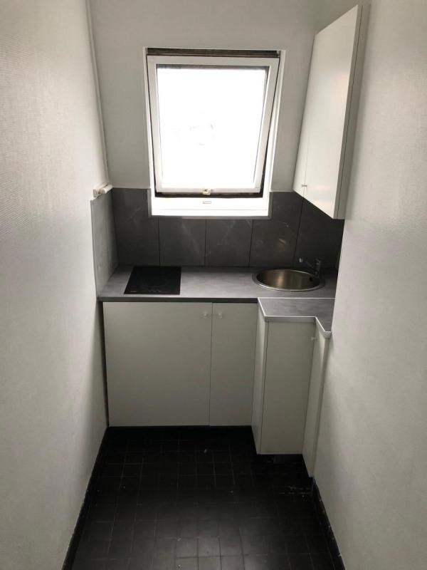 Rental apartment Paris 10ème 1100€ CC - Picture 2