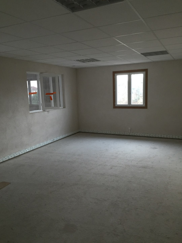 Rental empty room/storage Saint-priest 2 200€ HC - Picture 3