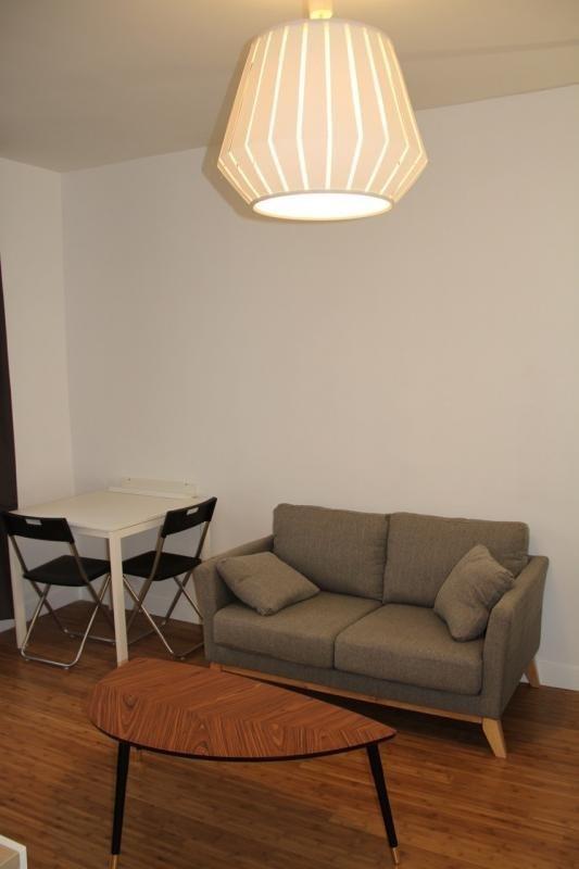 Location appartement Paris 20ème 950€ CC - Photo 3