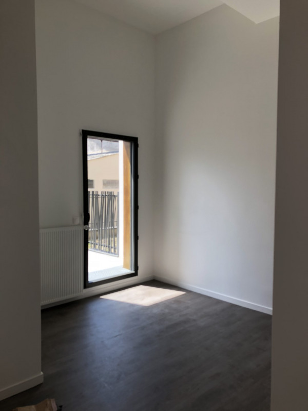 Rental office Montreuil 825€ HT/HC - Picture 2