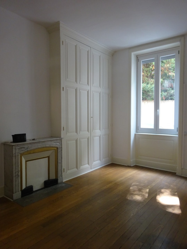 Location appartement Oullins 1 110€ CC - Photo 2