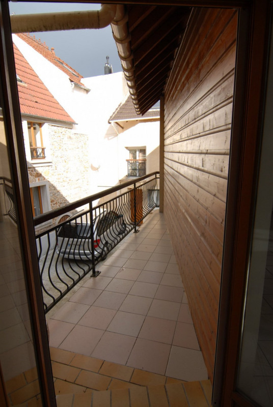 Location appartement La ville du bois 1131€ CC - Photo 3