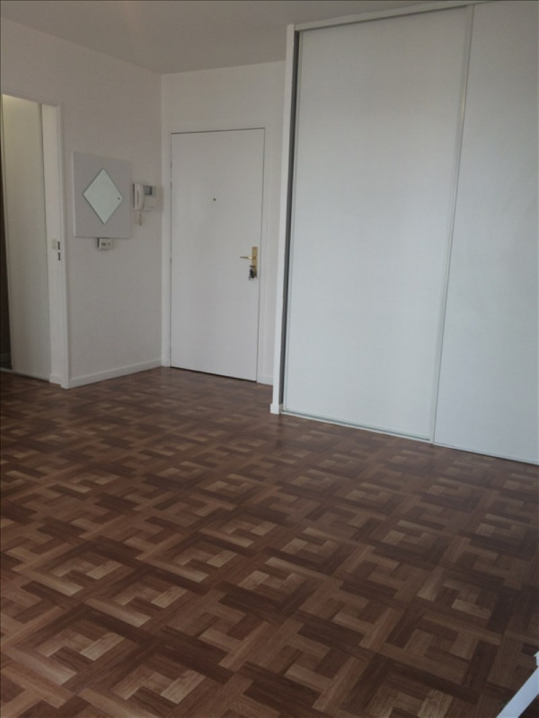 Rental apartment St denis 764€ CC - Picture 2