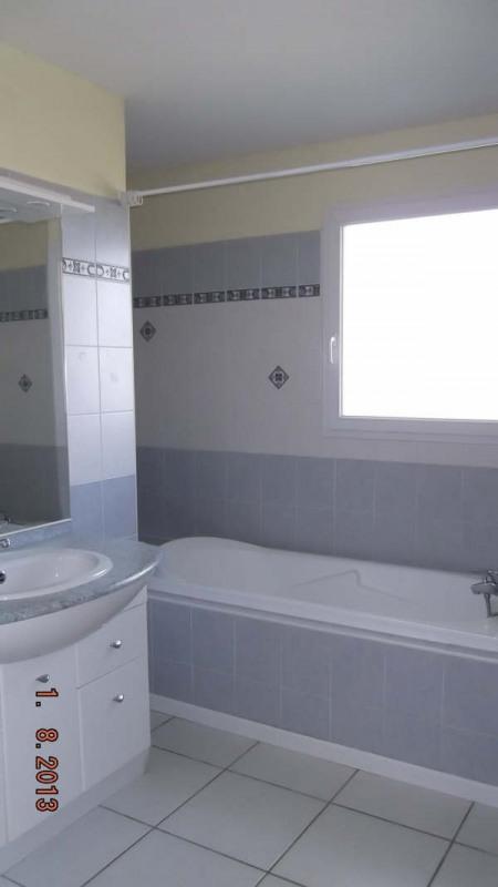 Location maison / villa St andre de cubzac 870€ CC - Photo 6