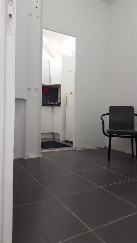 Commercial lease transfer shop Paris 3ème 25000€ - Picture 2