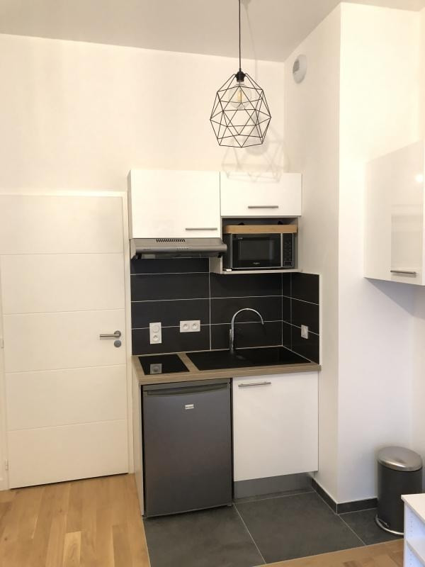 Location appartement Paris 20ème 950€ CC - Photo 4