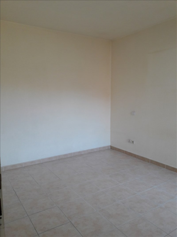Rental apartment Marsillargues 560€ CC - Picture 4