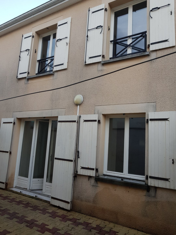 Location maison / villa Castres-gironde 740€ CC - Photo 2