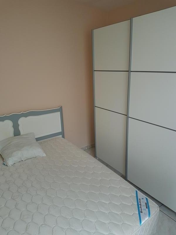 Location appartement Laval 320€ CC - Photo 2