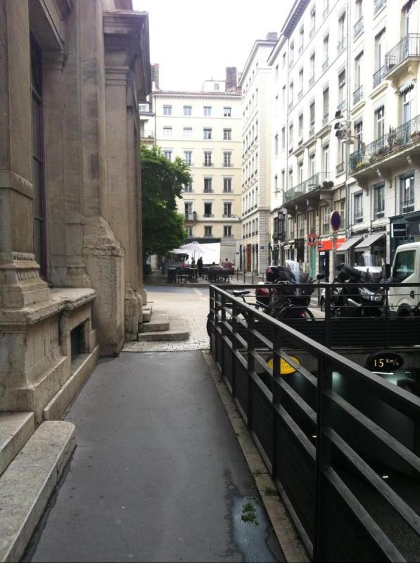 Location boutique Lyon 2ème 1099€ CC - Photo 2