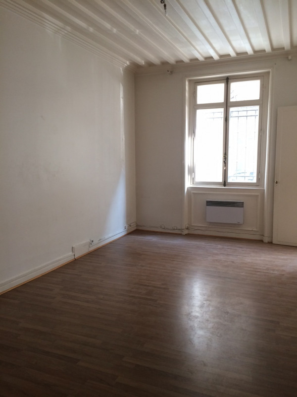 Rental apartment Paris 17ème 1 500€ CC - Picture 1