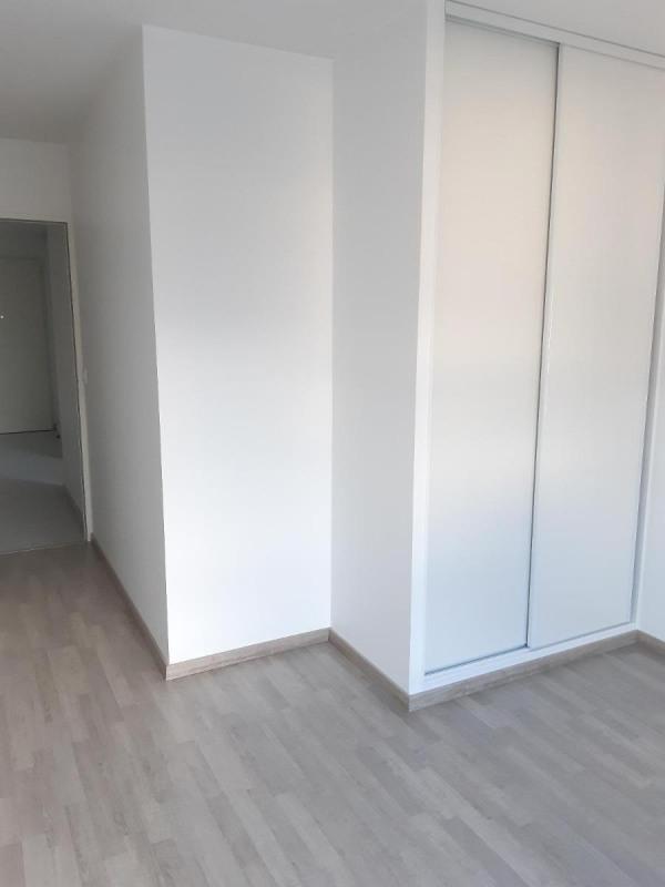 Location appartement Fontaine 850€ CC - Photo 7