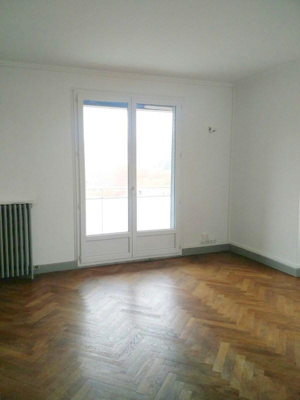 Rental apartment Lyon 4ème 890€ CC - Picture 2