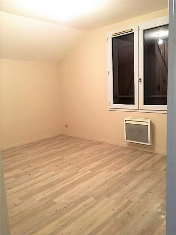 Rental apartment Roches premarie andille 420€ CC - Picture 4