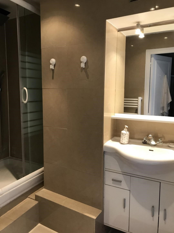 Rental apartment Paris 8ème 2790€ CC - Picture 6