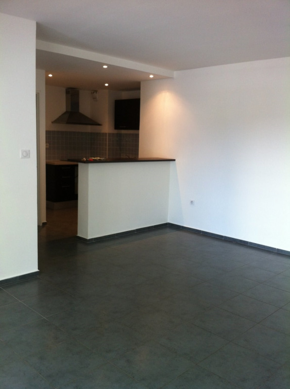 Location appartement Ste clotilde 718€ CC - Photo 1