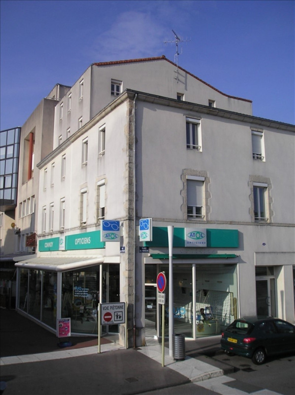 Location local commercial La roche sur yon 2 048€ HT/HC - Photo 1