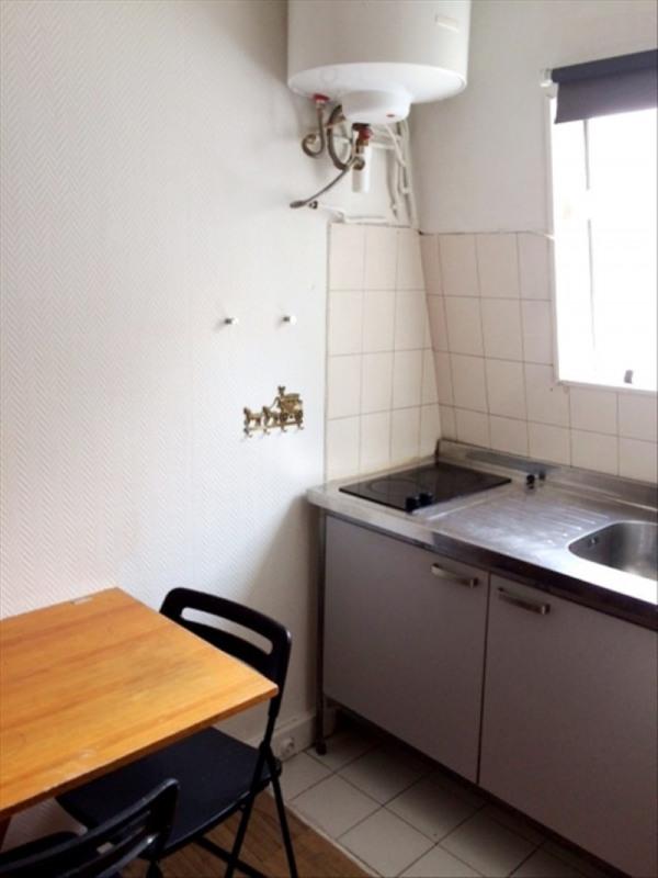 Locação apartamento Paris 18ème 380€ CC - Fotografia 2