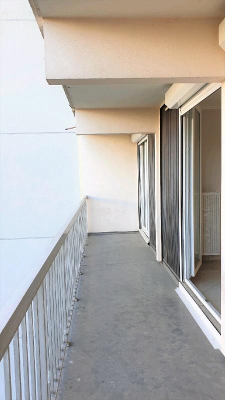 Sale apartment Vaulx en velin 82000€ - Picture 3
