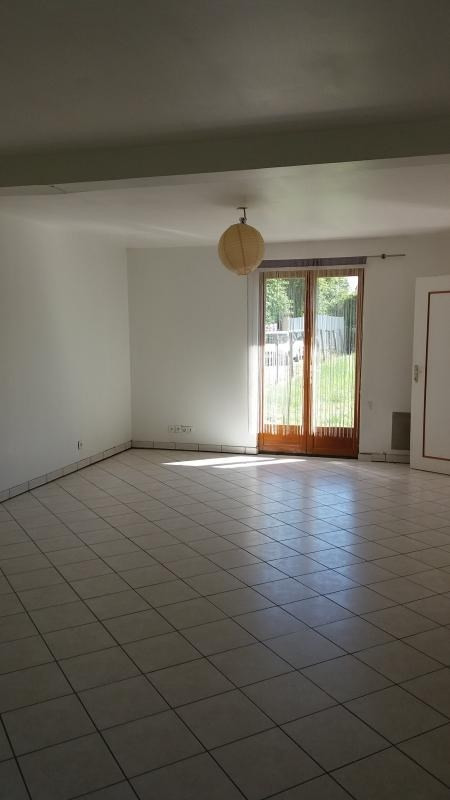 Location maison / villa Chevry en sereine 805€ CC - Photo 3