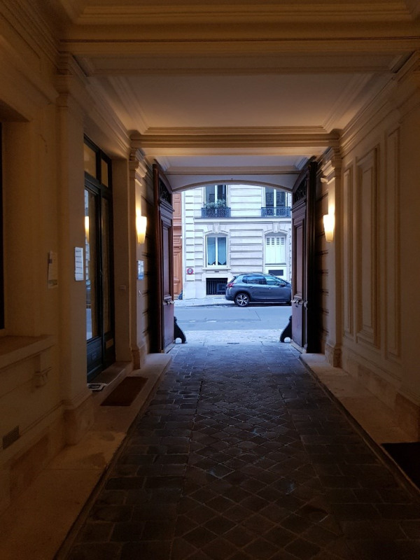Location appartement Paris 8ème 1520€ CC - Photo 6