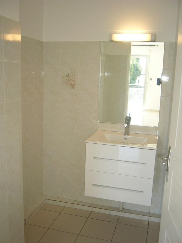 Rental apartment St denis 605€ CC - Picture 5