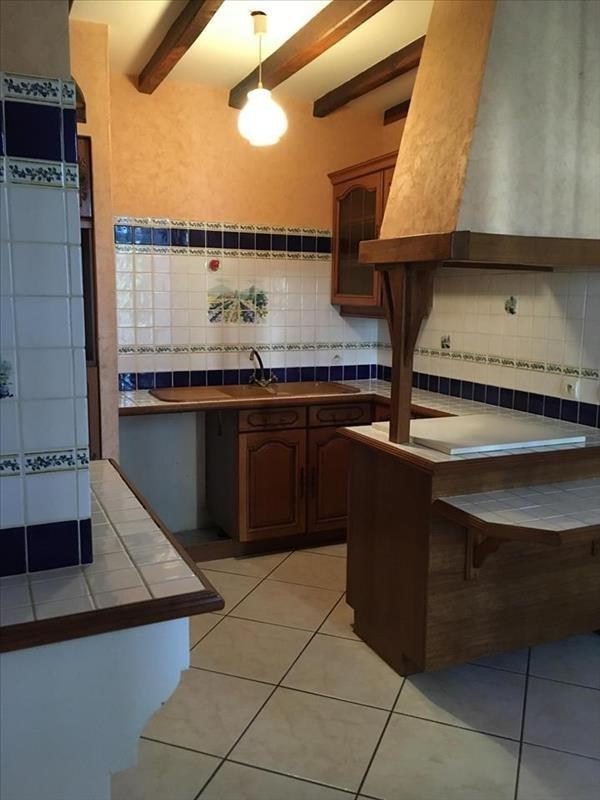 Location maison / villa St sauvant 685€ CC - Photo 3
