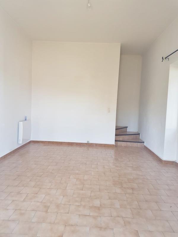 Location maison / villa Salon de provence 950€ CC - Photo 2