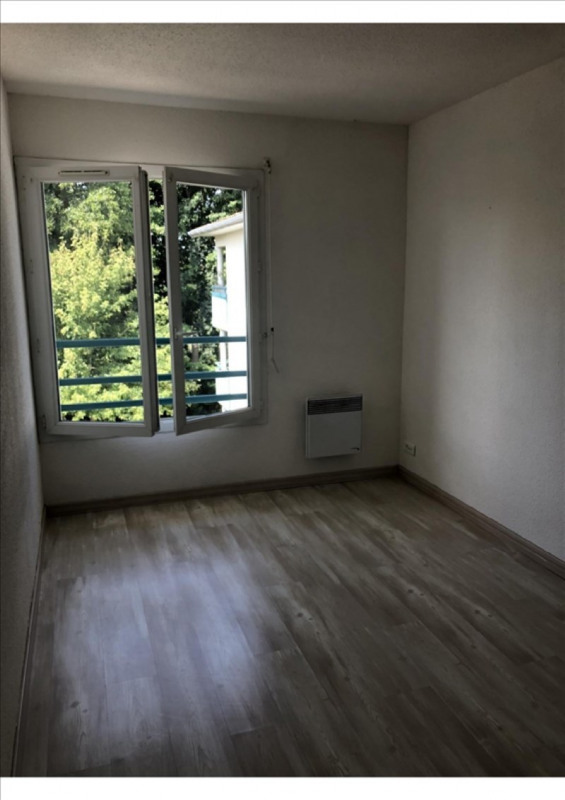 Rental apartment St medard en jalles 552€ CC - Picture 3