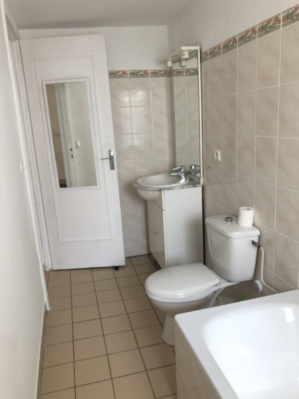 Location appartement La ville du bois 865€ CC - Photo 8