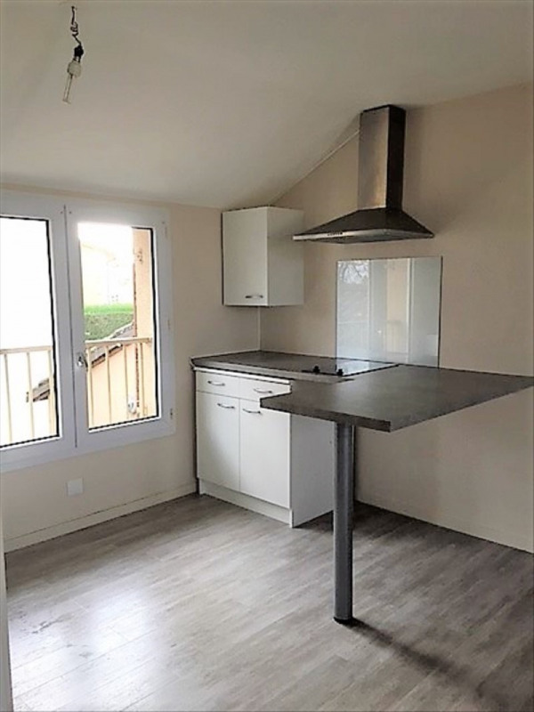 Rental apartment Roches premarie andille 420€ CC - Picture 1