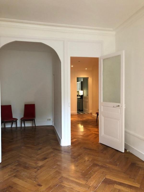 Location appartement Lyon 6ème 995€ CC - Photo 2